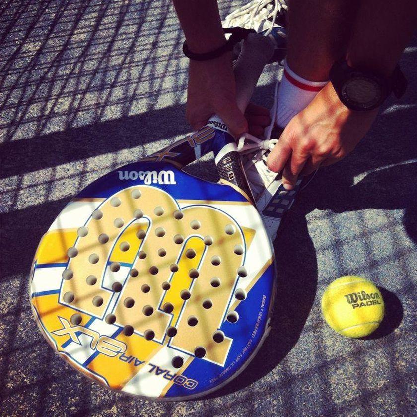 ¿Puedo jugar un partido de pádel con pelotas de tenis?