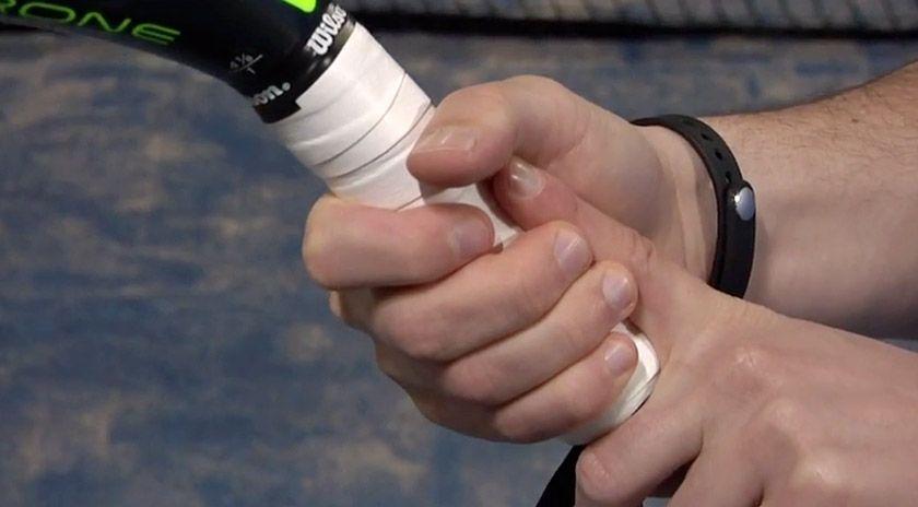 ca156580a ¿Cómo una mala elección de la empuñadura de la pala de pádel puede derivar  en lesiones?